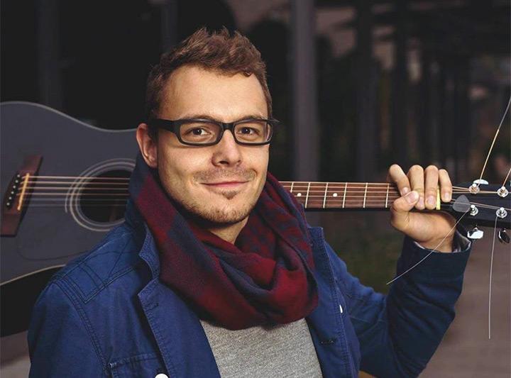 Pavel Tlapák - fotka s kytarou